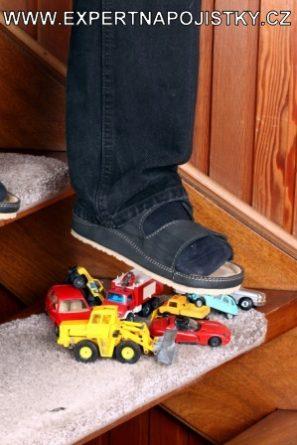 Úrazové pojištění dětí - Chlapec upadl na schodech jarmila mlýnková úraz expert na pojistky